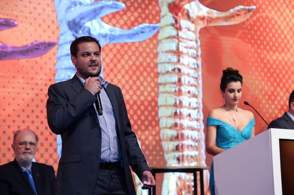 O nosso CBO-  Christian Merlone esteve  no palco do evento para receber os prêmios em nome da euVou.